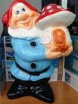 Гном с грибом Фигурка садовая - фото