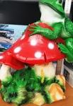 Лягушка на грибах Фигурка садовая - фото